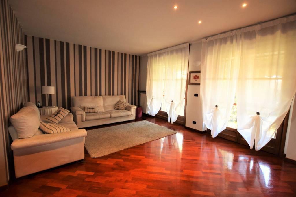 Appartamento in ottime condizioni in vendita Rif. 9348019