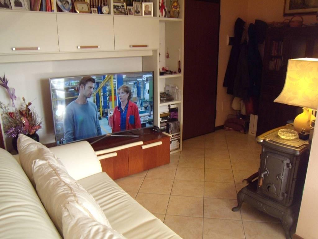 Appartamento in ottime condizioni in vendita Rif. 9331945