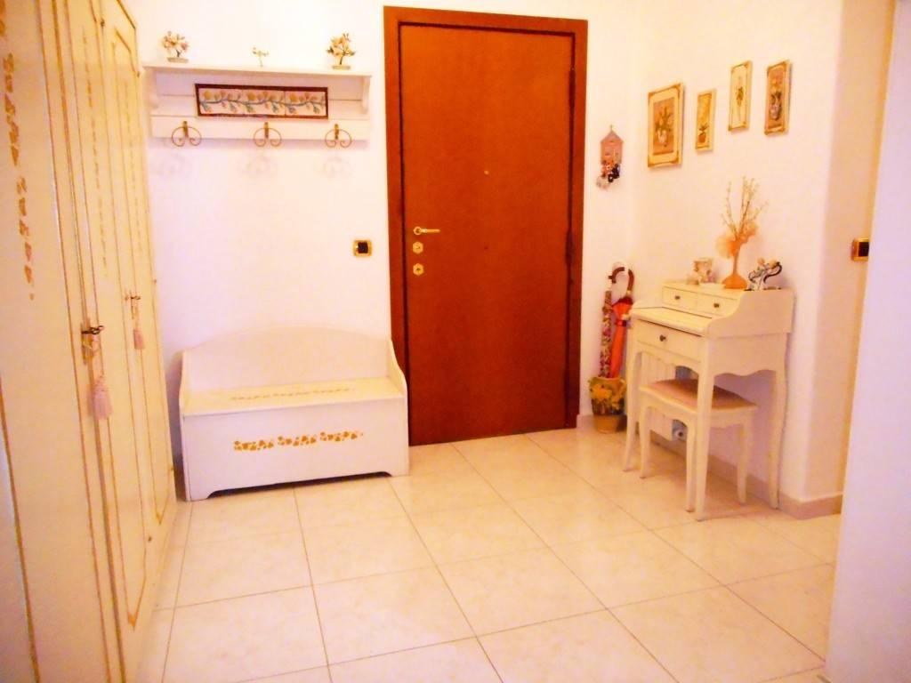 Appartamento in ottime condizioni in vendita Rif. 9334170