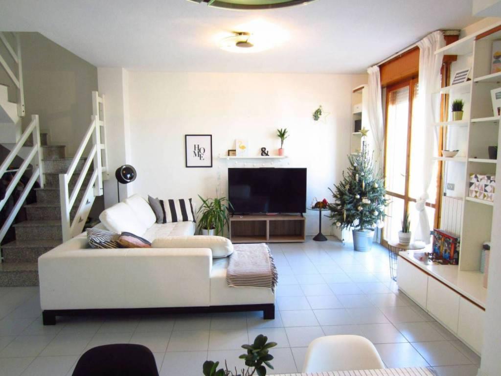 Appartamento parzialmente arredato in vendita Rif. 9334433