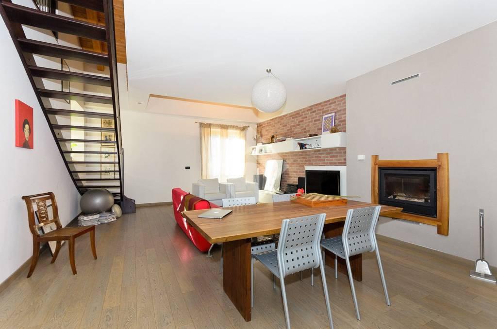 Appartamento in ottime condizioni in vendita Rif. 9305695