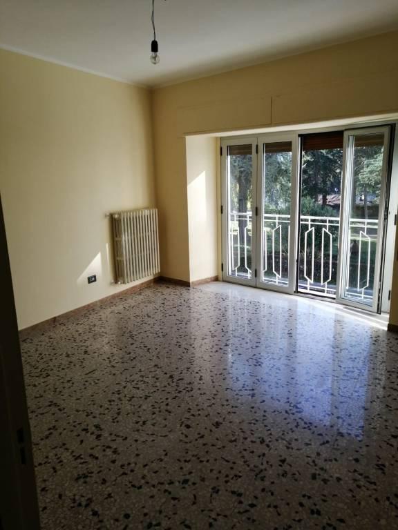 Appartamento in buone condizioni in affitto Rif. 9332381