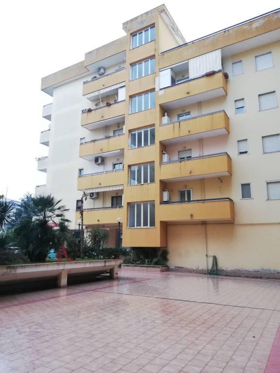 Appartamento in ottime condizioni in vendita Rif. 9333316
