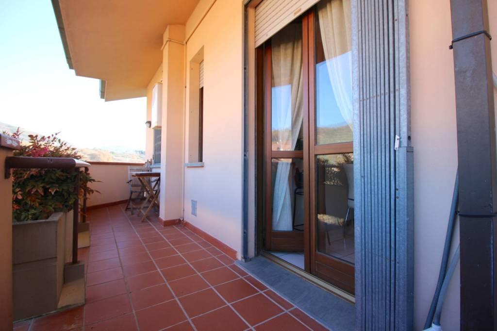 Appartamento in ottime condizioni parzialmente arredato in vendita Rif. 9332308