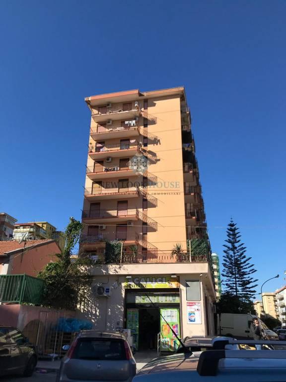 Appartamento in buone condizioni in vendita Rif. 9338278