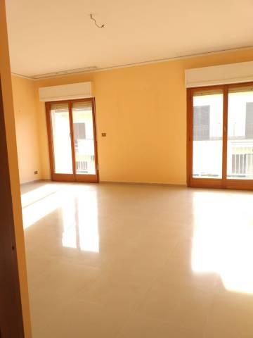 Appartamento in buone condizioni in affitto Rif. 7296860