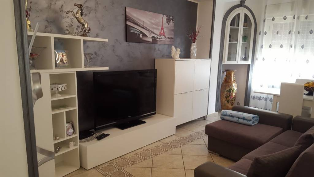Appartamento in buone condizioni arredato in vendita Rif. 9333344