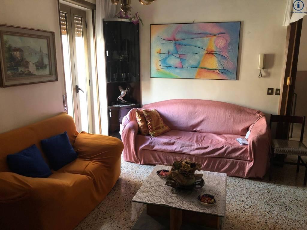 Appartamento in buone condizioni in vendita Rif. 9333072