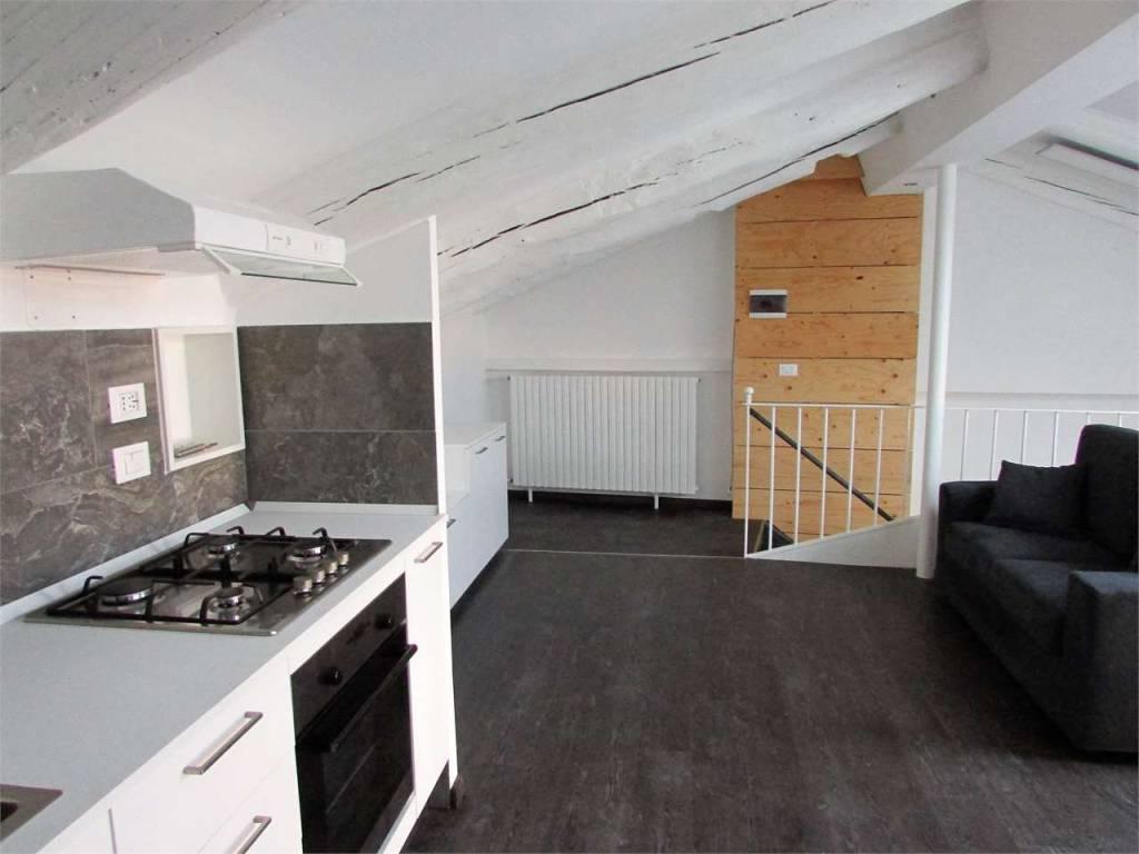 Appartamento in ottime condizioni arredato in vendita Rif. 9345255