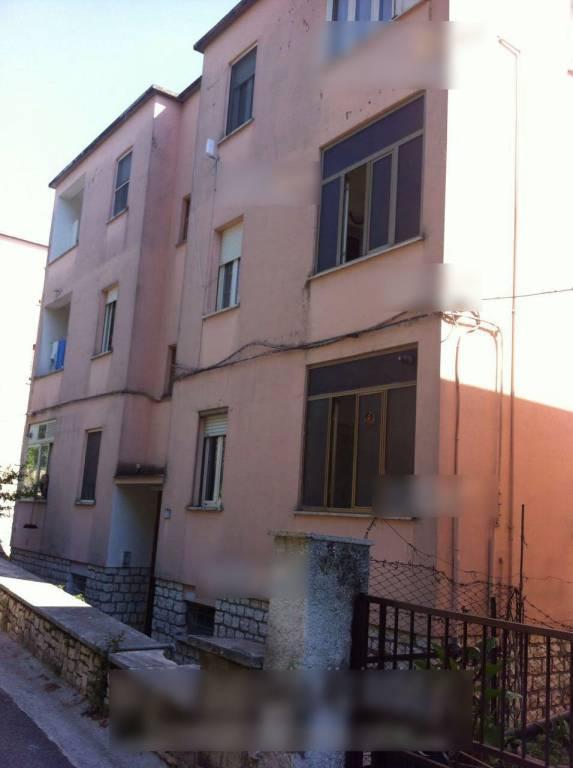 Appartamento in buone condizioni parzialmente arredato in vendita Rif. 8339616
