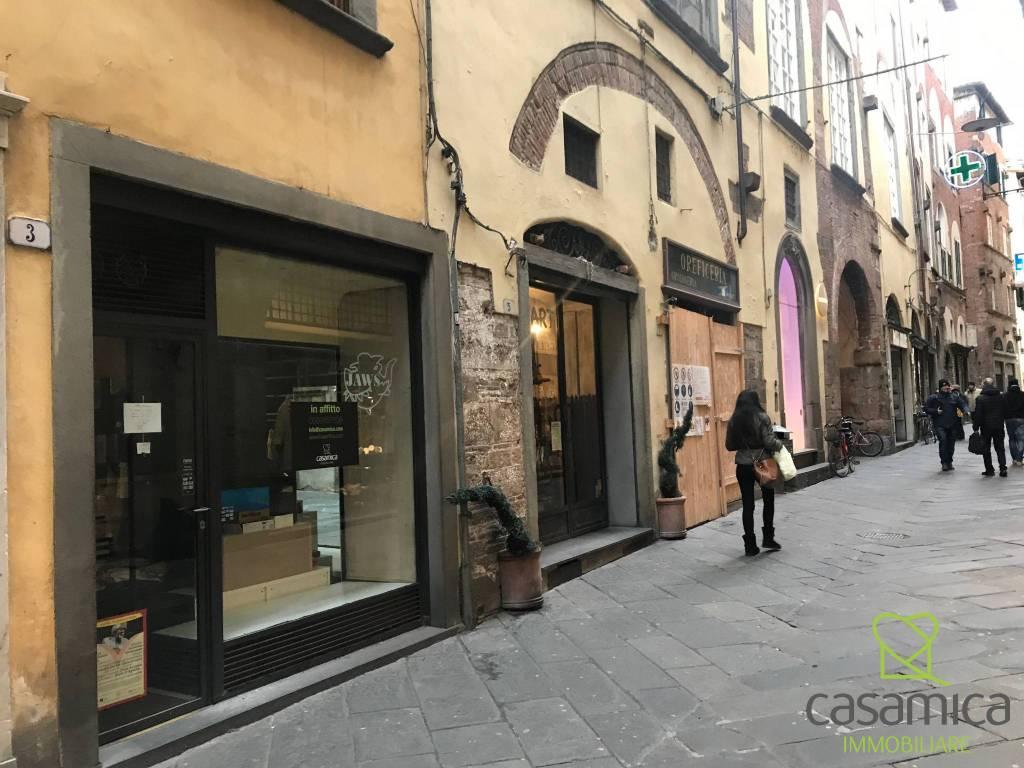Lucca Centro Storico Fondo commerciale di 15 mq
