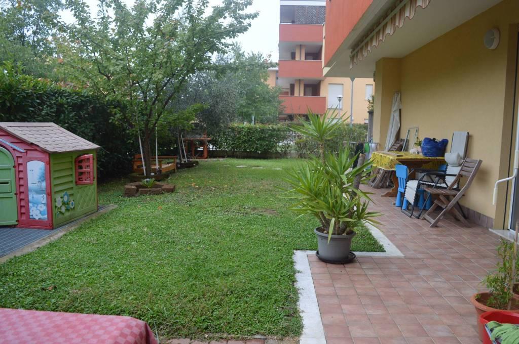 Appartamento in ottime condizioni arredato in vendita Rif. 9348062