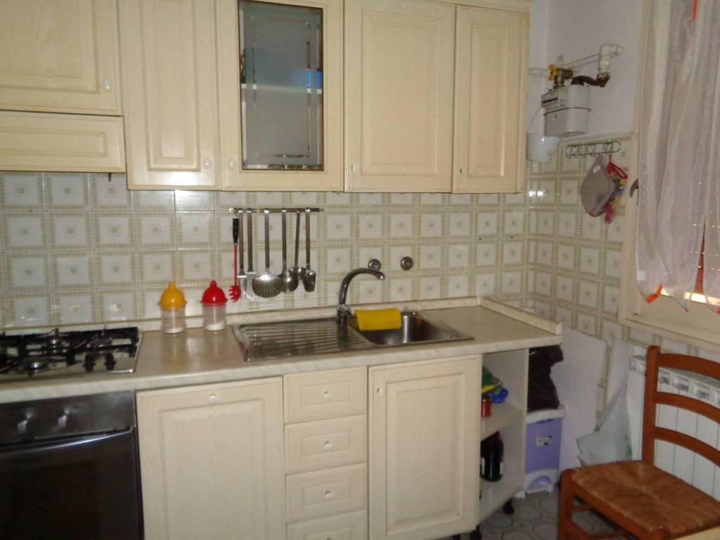 Appartamento in buone condizioni in affitto Rif. 9347740