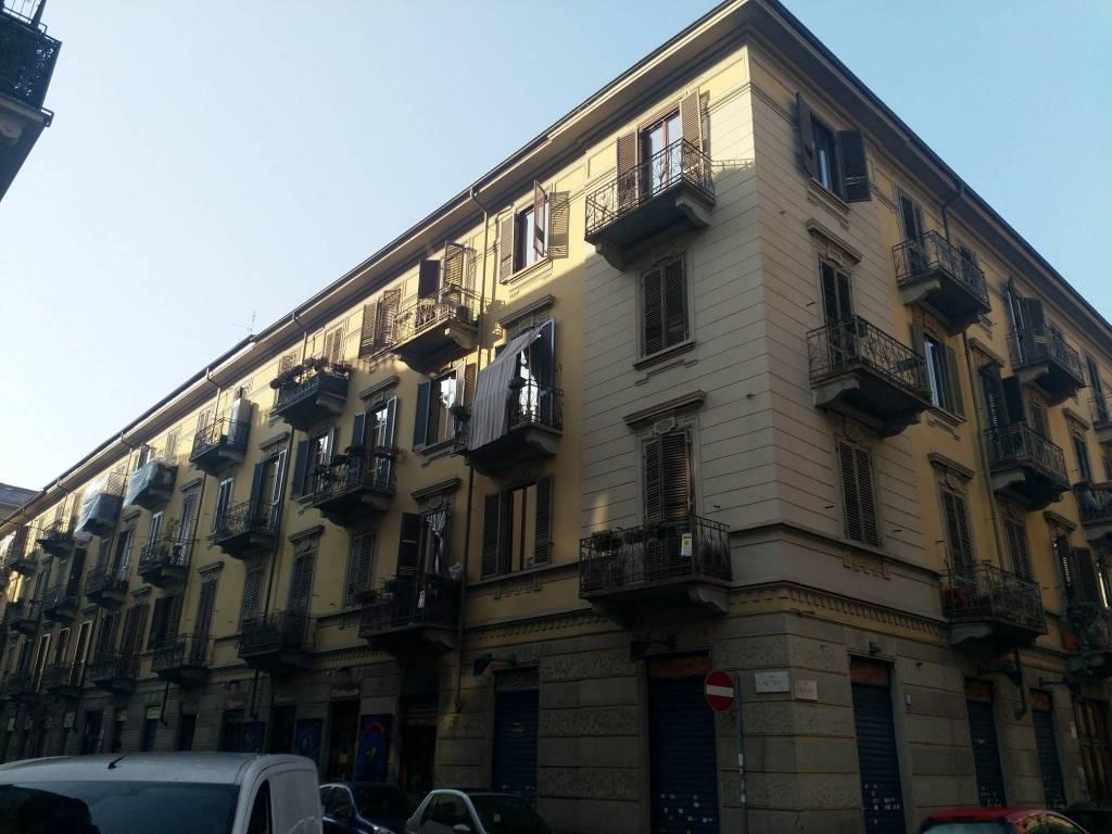 Appartamento in buone condizioni in vendita Rif. 9350842