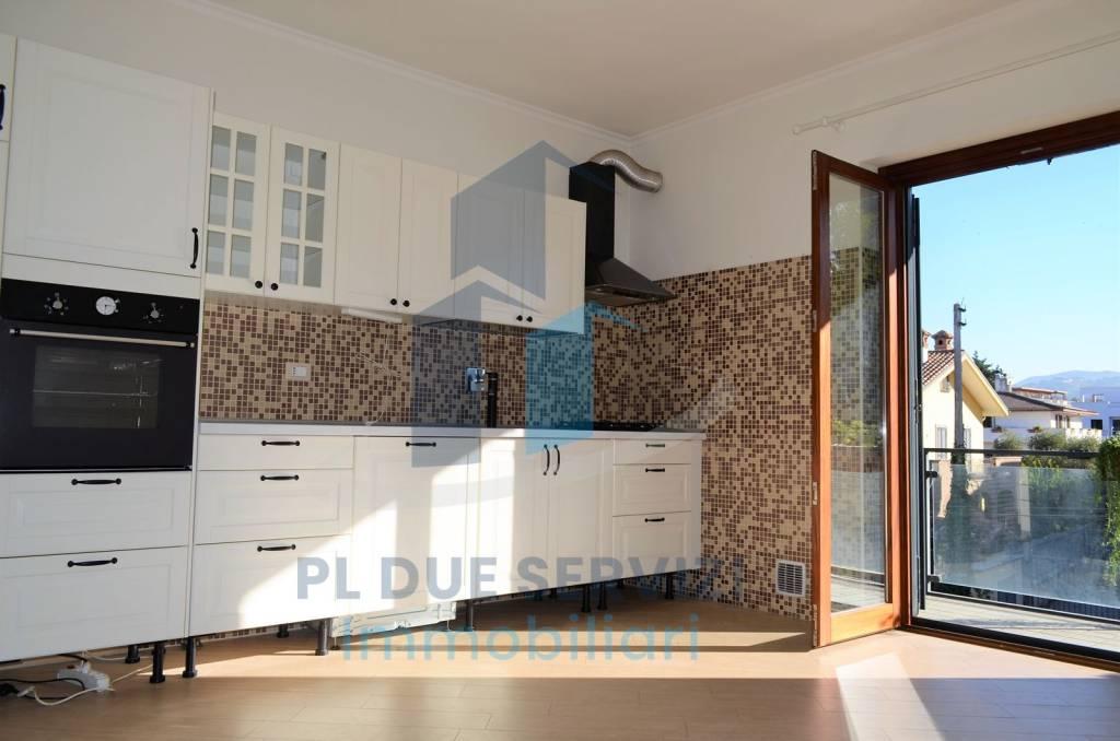 Appartamento in ottime condizioni parzialmente arredato in affitto Rif. 7893260