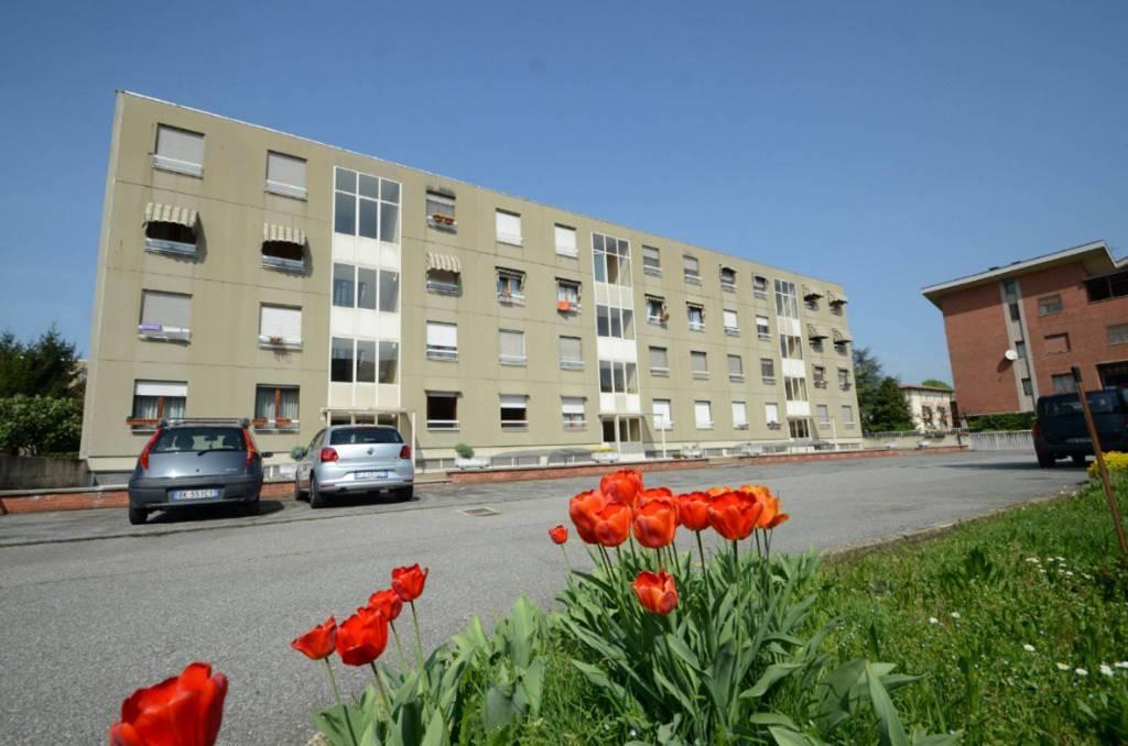 Appartamento in buone condizioni parzialmente arredato in vendita Rif. 9349123