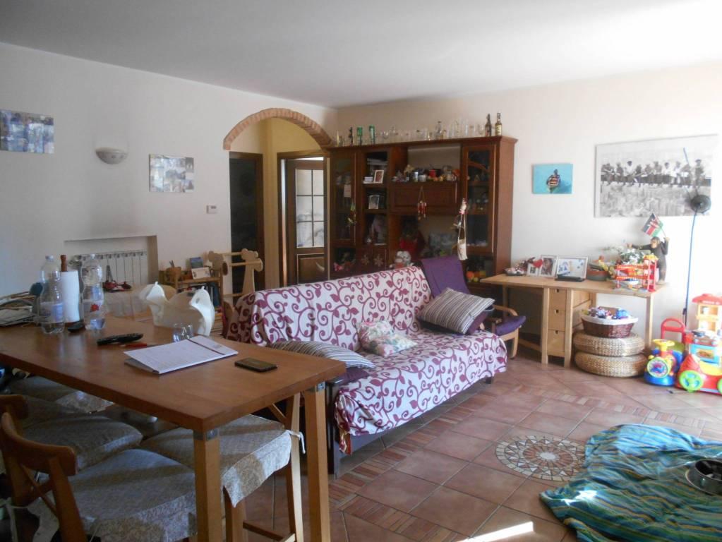 Appartamento in buone condizioni parzialmente arredato in vendita Rif. 8328843