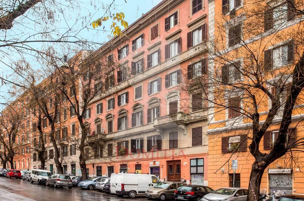 Appartamento in vendita 2 vani 50 mq.  via Goffredo Mameli Roma