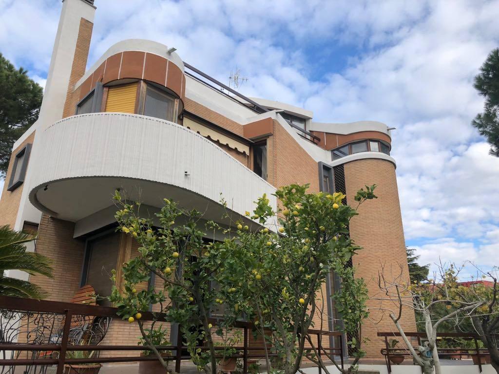 Villa in vendita a Roma, 7 locali, zona Zona: 38 . Acilia, Vitinia, Infernetto, Axa, Casal Palocco, Madonnetta, Trattative riservate | CambioCasa.it