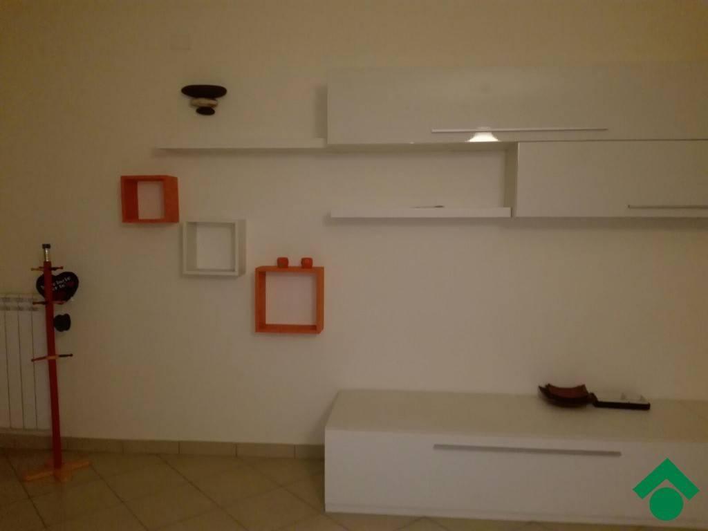 Appartamento in buone condizioni arredato in affitto Rif. 9344942