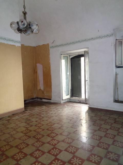 Appartamento da ristrutturare in vendita Rif. 9348576