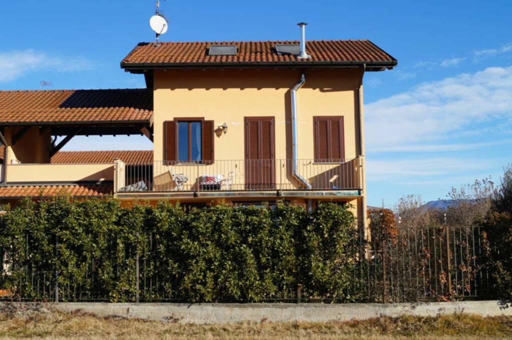 Villa in vendita a Taino, 4 locali, prezzo € 240.000 | CambioCasa.it