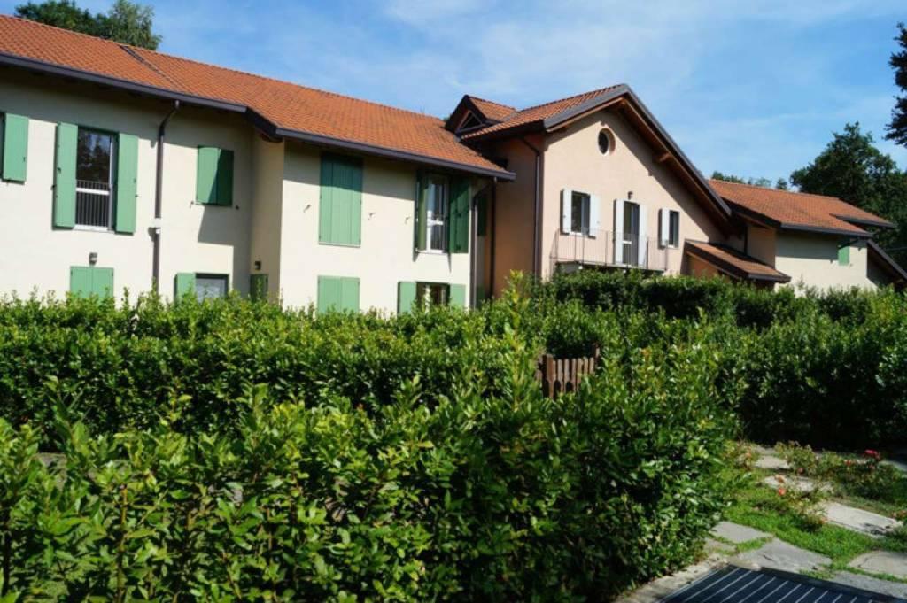 Villa a Schiera in vendita a Ispra, 5 locali, prezzo € 330.000 | CambioCasa.it