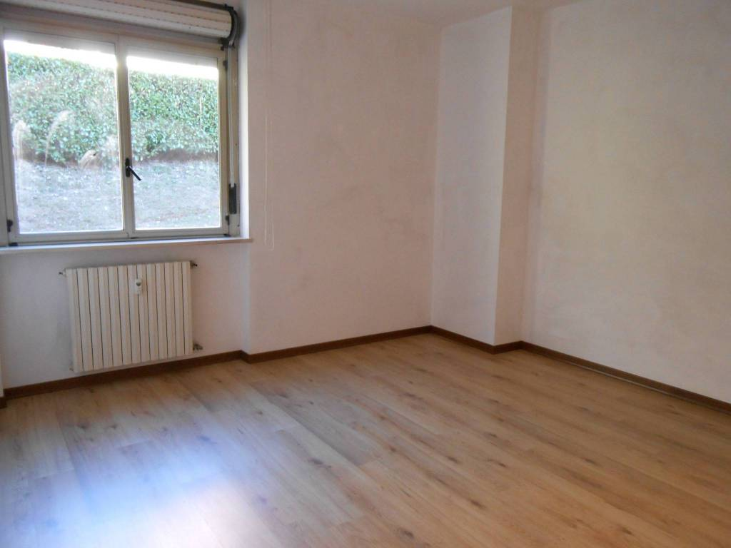 Appartamento in buone condizioni parzialmente arredato in affitto Rif. 7082852