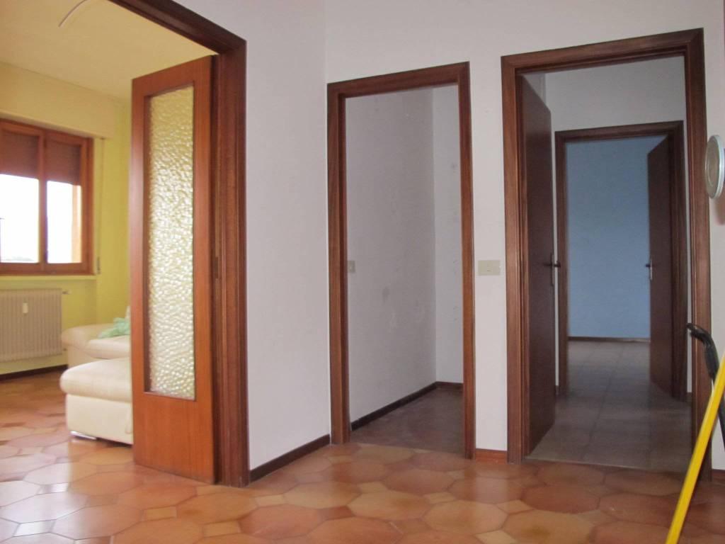 Appartamento in Affitto a Pistoia Periferia Ovest: 4 locali, 104 mq