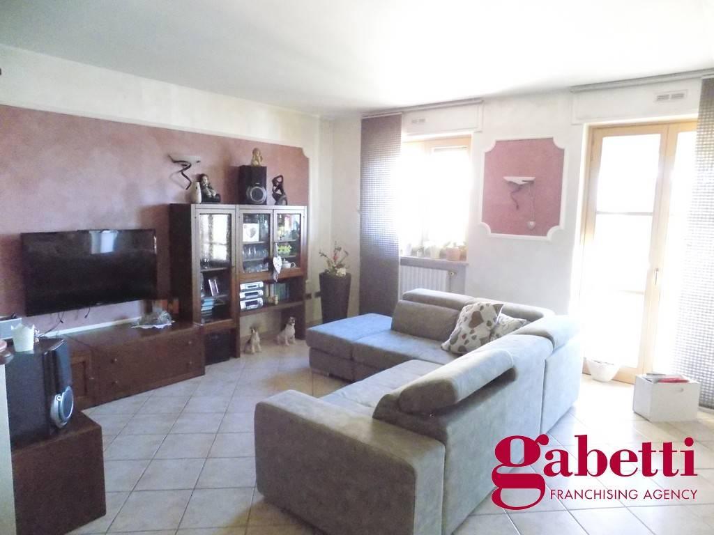 Appartamento in ottime condizioni in vendita Rif. 9360483