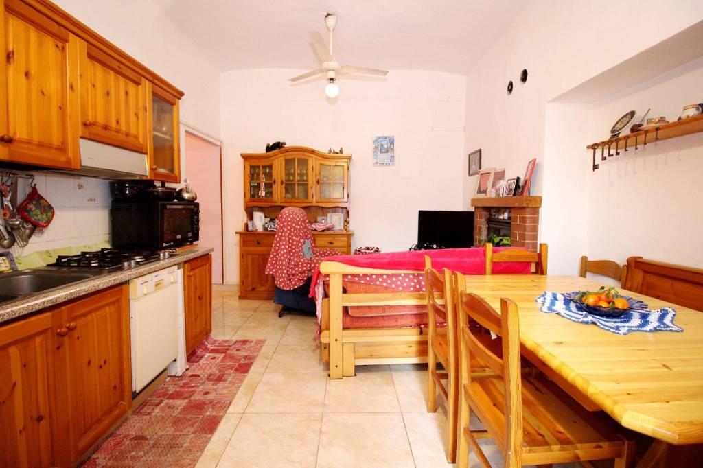 Appartamento in buone condizioni parzialmente arredato in vendita Rif. 9364947