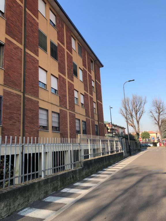 Appartamento in ottime condizioni parzialmente arredato in vendita Rif. 9362345