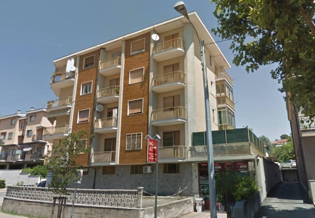 Appartamento in buone condizioni arredato in affitto Rif. 9364861