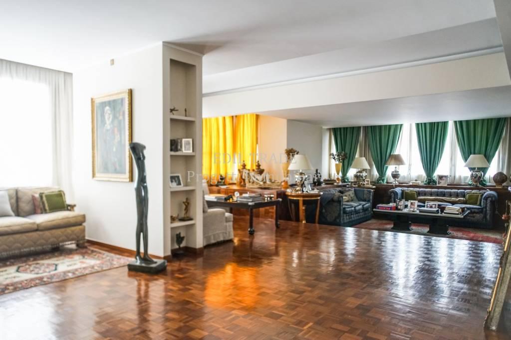Appartamento in Vendita a Milano 02 Brera / Volta / Repubblica: 5 locali, 400 mq