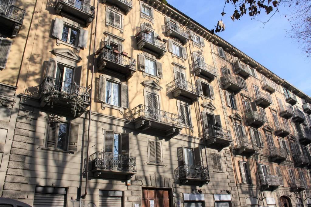 Appartamento in buone condizioni arredato in vendita Rif. 9364971