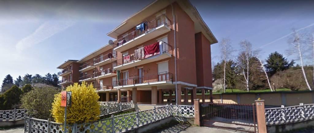 Appartamento in buone condizioni in affitto Rif. 9364745
