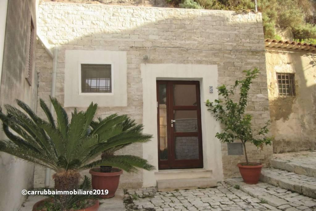 Casa indipendente in Vendita a Scicli Centro: 3 locali, 95 mq