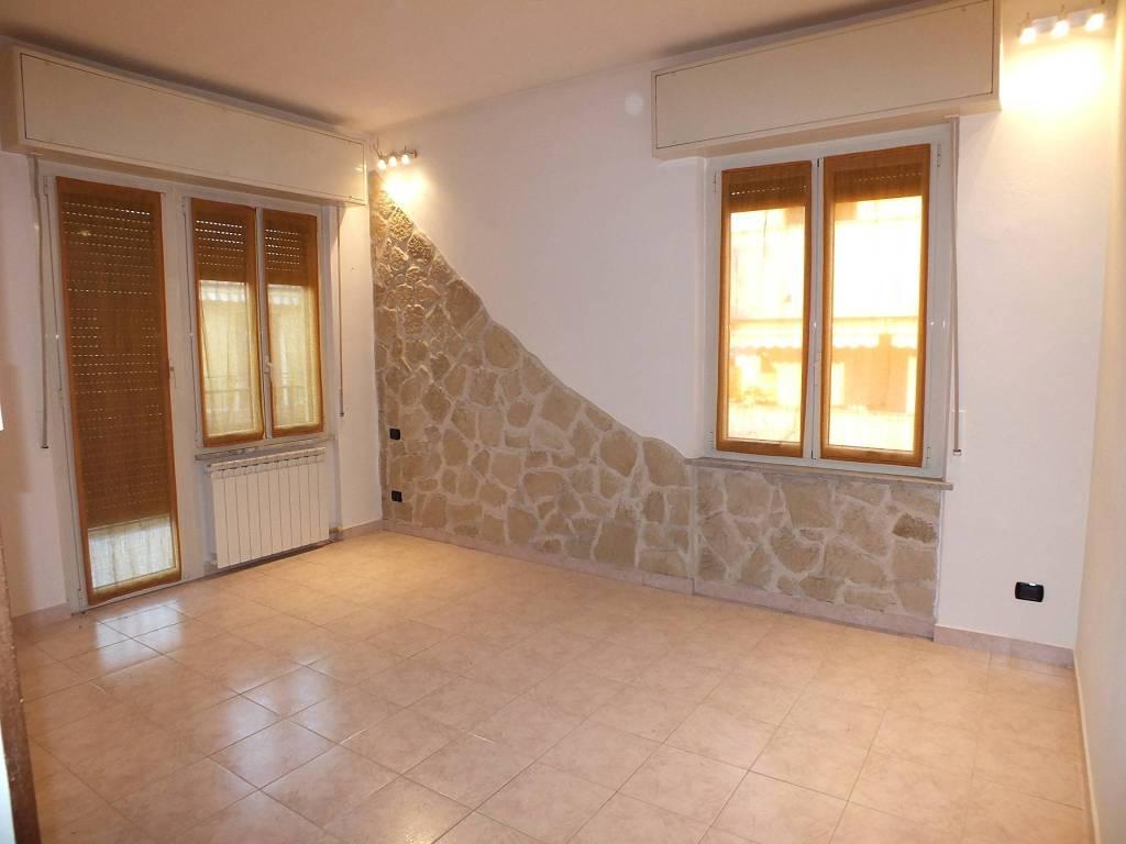 Appartamento in buone condizioni in vendita Rif. 9363090