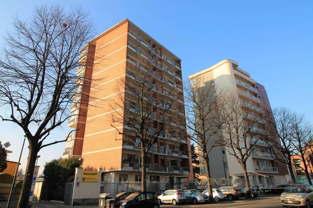 Appartamento in buone condizioni in vendita Rif. 9364679