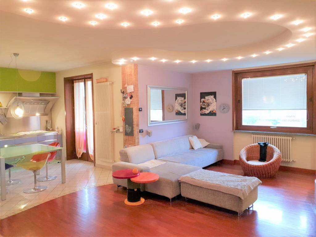 Appartamento in buone condizioni parzialmente arredato in vendita Rif. 9380997