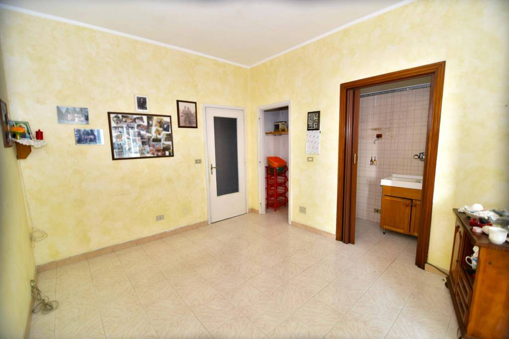 Appartamento in buone condizioni in vendita Rif. 9376567