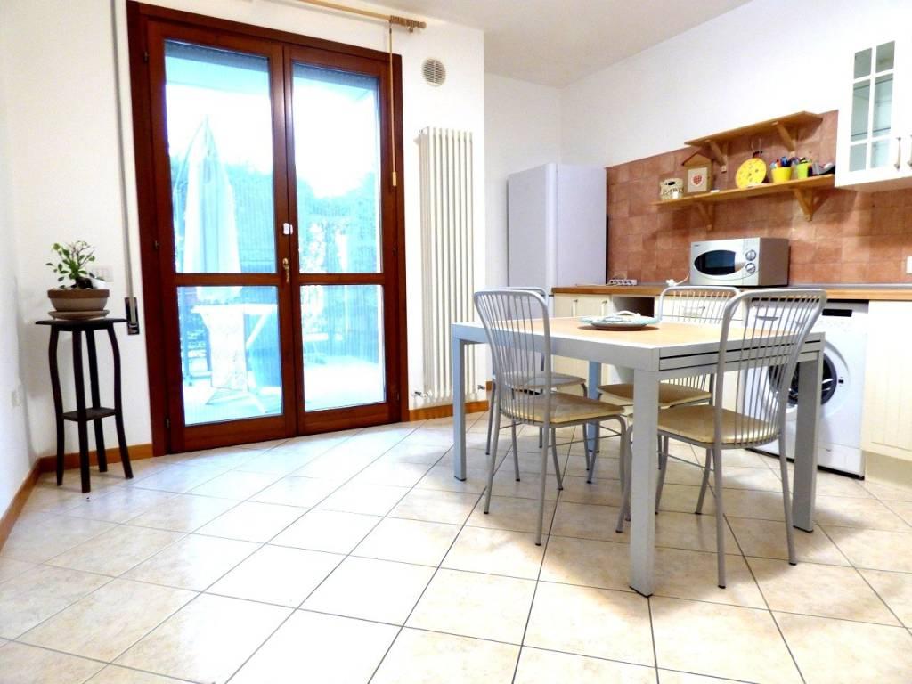 Appartamento in ottime condizioni arredato in vendita Rif. 9377029