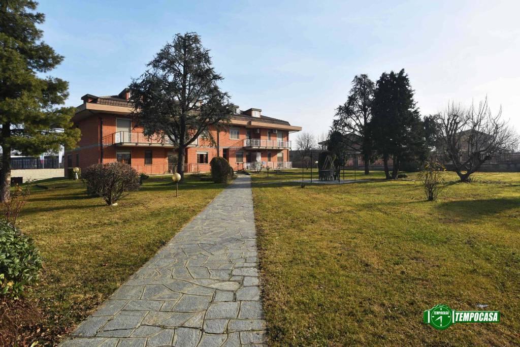 Appartamento in buone condizioni in vendita Rif. 9377046