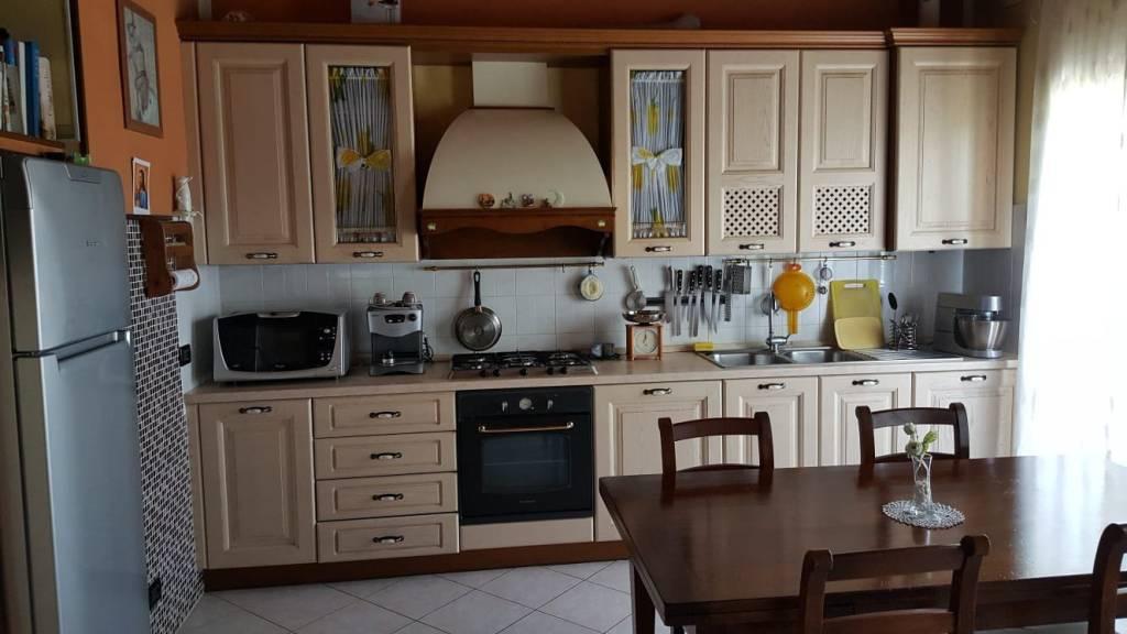 Appartamento in affitto a Marcaria, 4 locali, prezzo € 380   CambioCasa.it