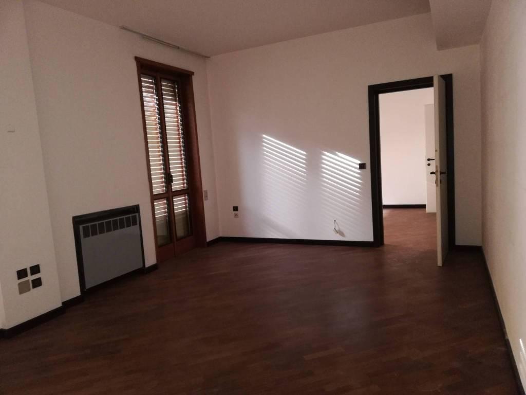 Ufficio-studio in Affitto a Piacenza: 5 locali, 175 mq