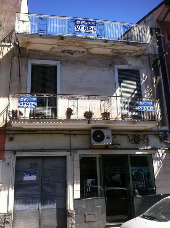 Appartamento da ristrutturare parzialmente arredato in vendita