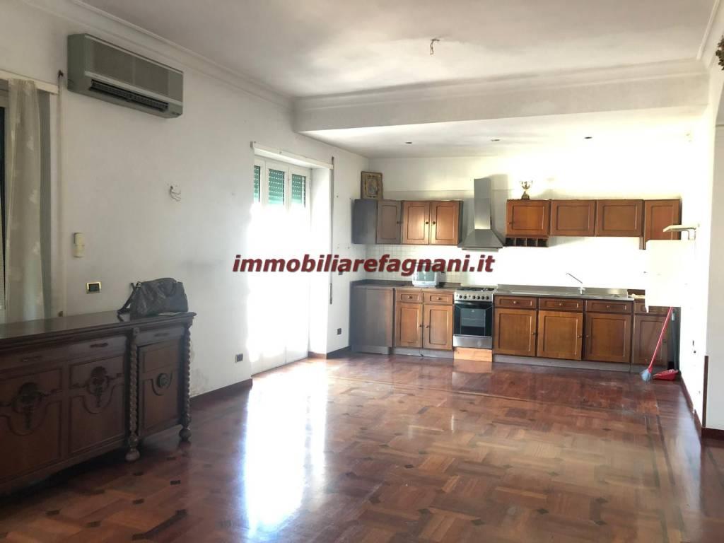 Appartamento in vendita a Velletri, 4 locali, prezzo € 135.000 | CambioCasa.it