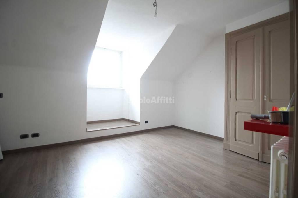 Appartamento in buone condizioni in affitto Rif. 9392197