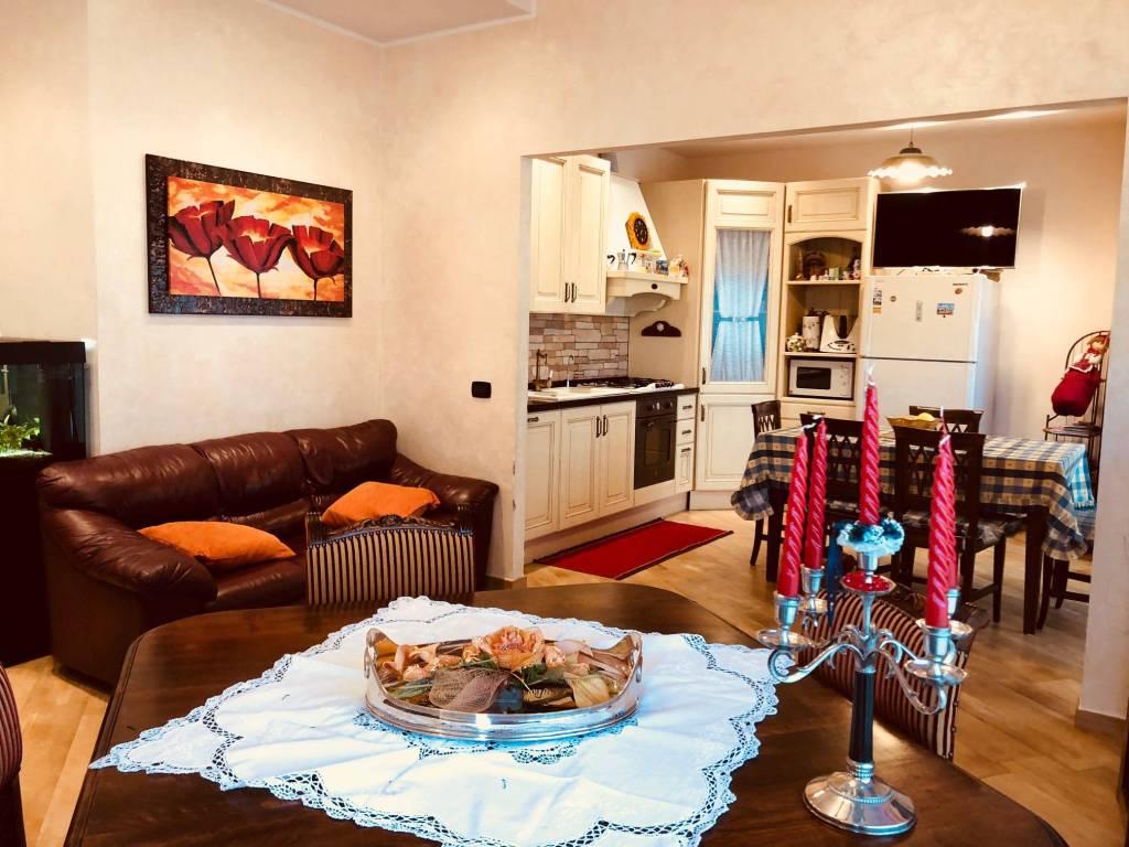 Appartamento in ottime condizioni in vendita Rif. 9255477