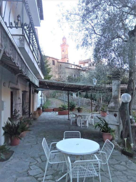 Villa in vendita a Olivetta San Michele, 8 locali, prezzo € 290.000   CambioCasa.it